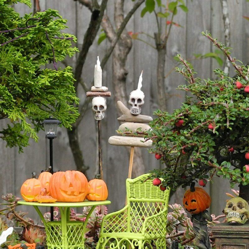 Halloween Deko selber machen für drauβen Kerzenständer Schädel