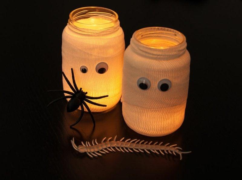 Halloween Deko selber machen für drauβen Windlichter Wackelaugen