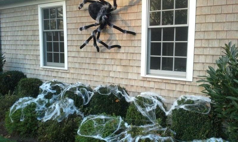 Halloween Deko selber machen für drauβen riesige Spinne