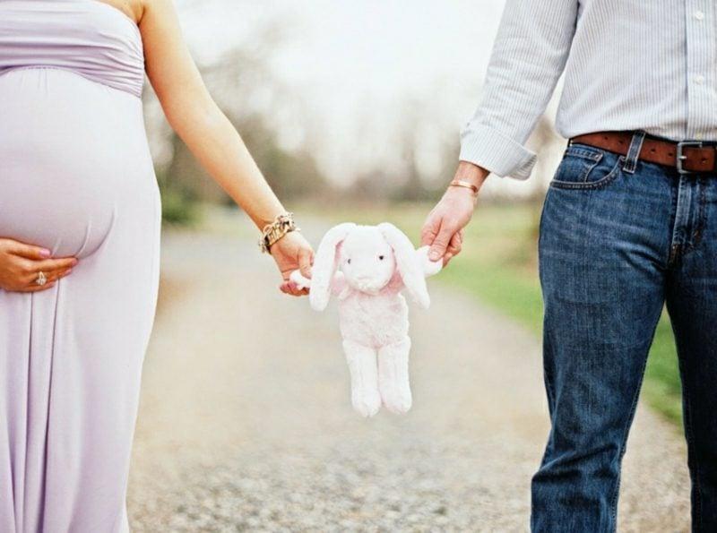 Schwangerschaftsfotos aufnehmen Eltern Spielzeug
