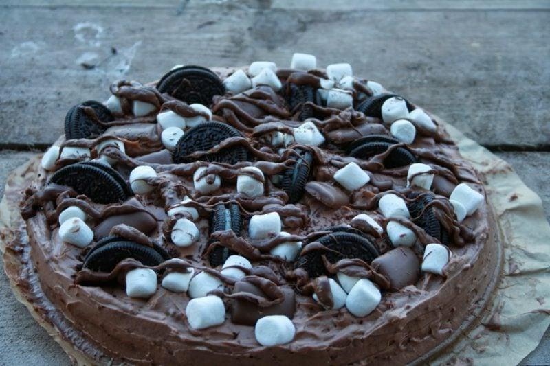 Oreo Kuchen mit Schokoguss und Marshmallows