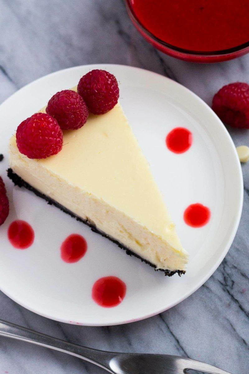 Oreo Kuchen mit Himbeeren Servierungsvorschlag