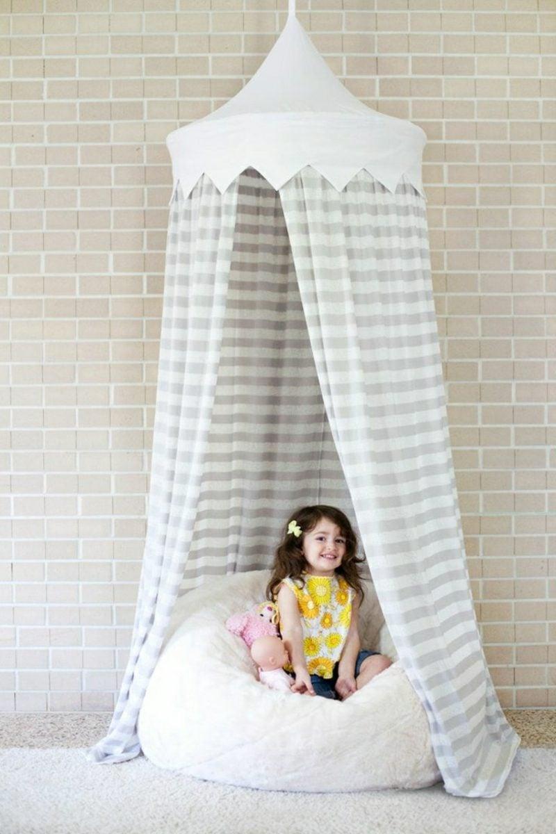 Kuschelecke Kinderzimmer Himmelsbett kleines Mädchen