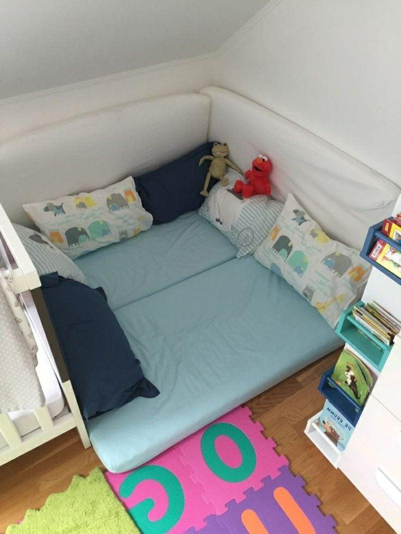 Kuschelecke Kinderzimmer bequem Matratze und Kissen