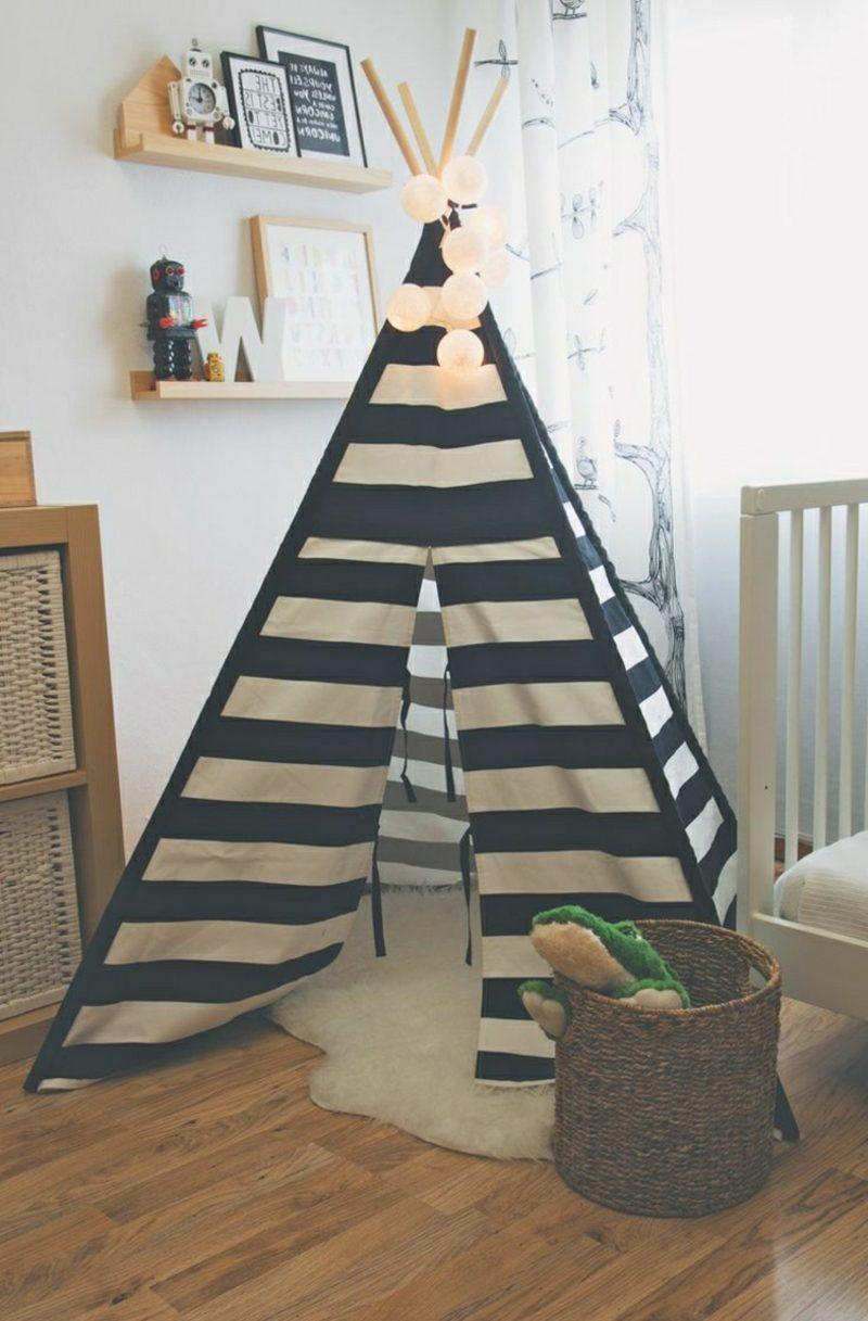 Kuschelecke Kinderzimmer Zelt Streifenmuster Fell