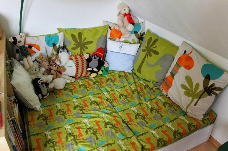 Kuschelecke Kinderzimmer bunt und fröhlich