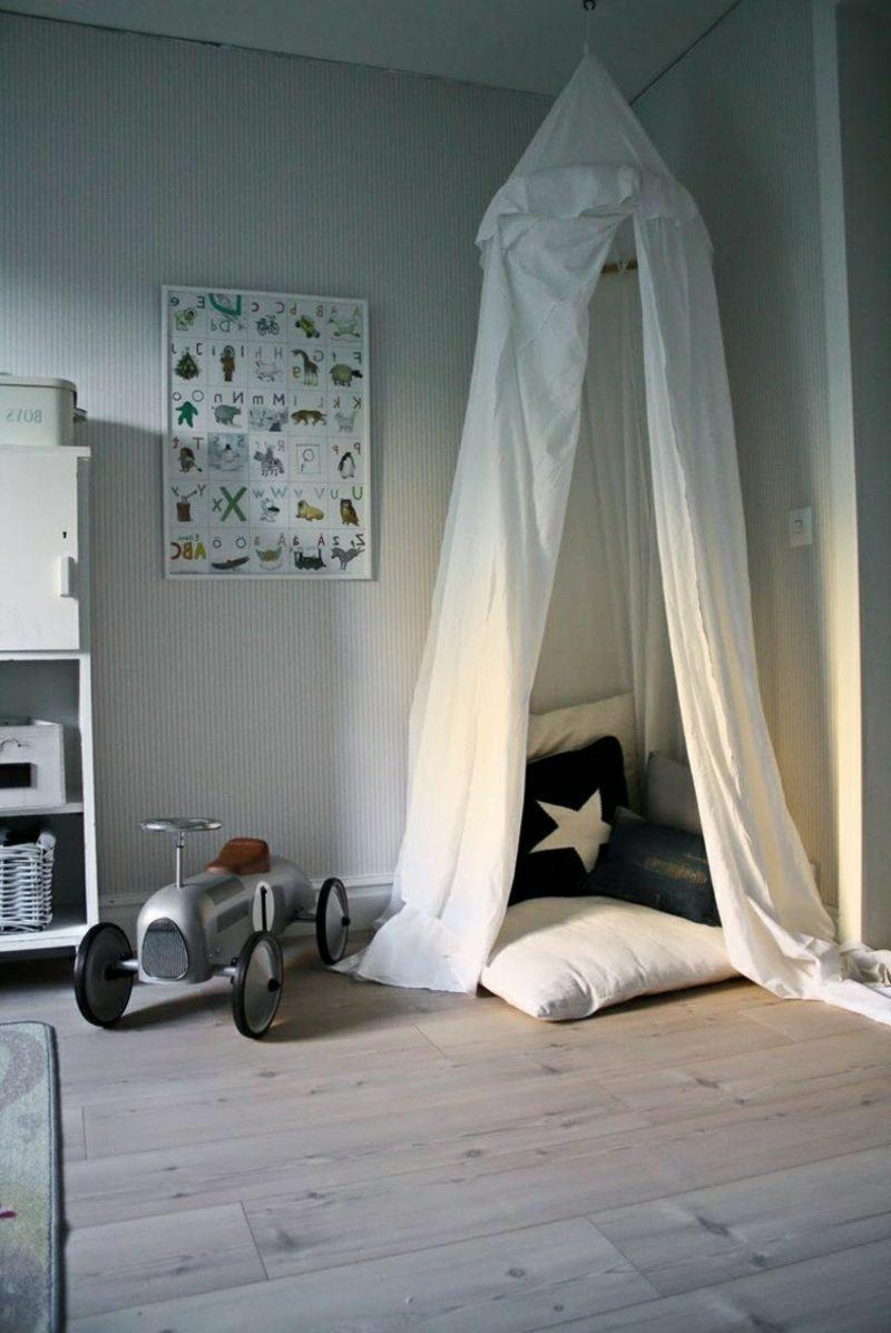 Kuschelecke Kinderzimmer Himmelsbett skandinavisch