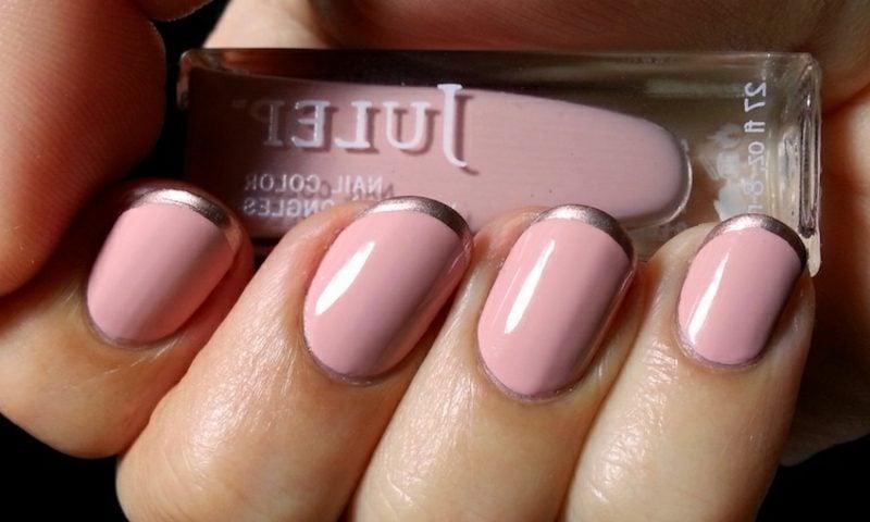 rosa Nägel French goldene Spitzen stilvoll