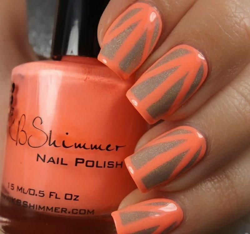 Nageldesign schlicht geometrisch orange golden
