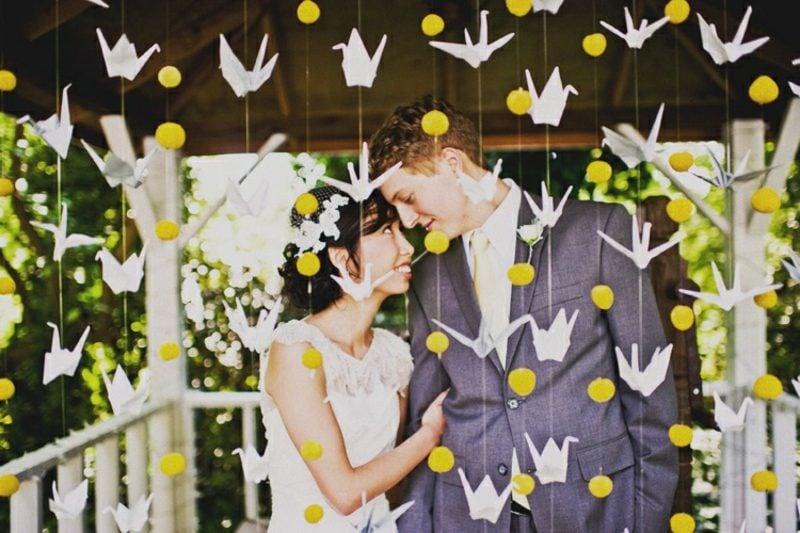 Bastelideen für Erwachsene Origami Kranich als Hochzeitsdeko falten