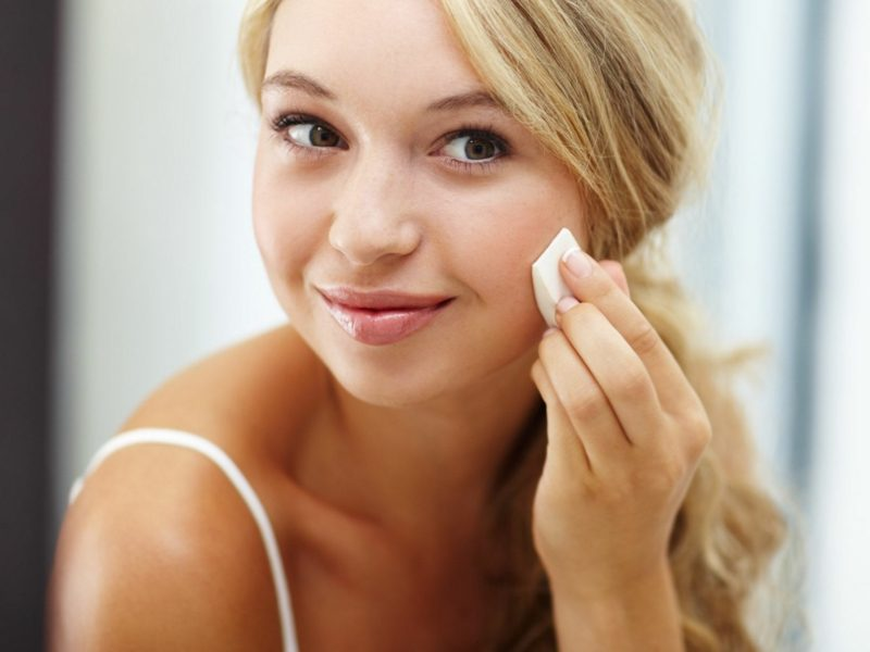nicht komedogenes Make up die Poren reinigen