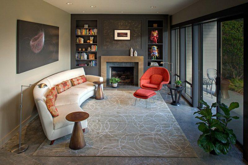 rundes Sofa Cremefarbe Beistelltische Metall