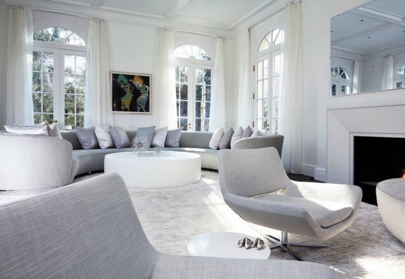 rundes Sofa grau stilvoll Wohnzimmer skandinavisch