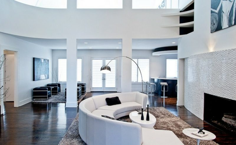 rundes Sofa weiss Wohnzimmer moderne Stehlampe