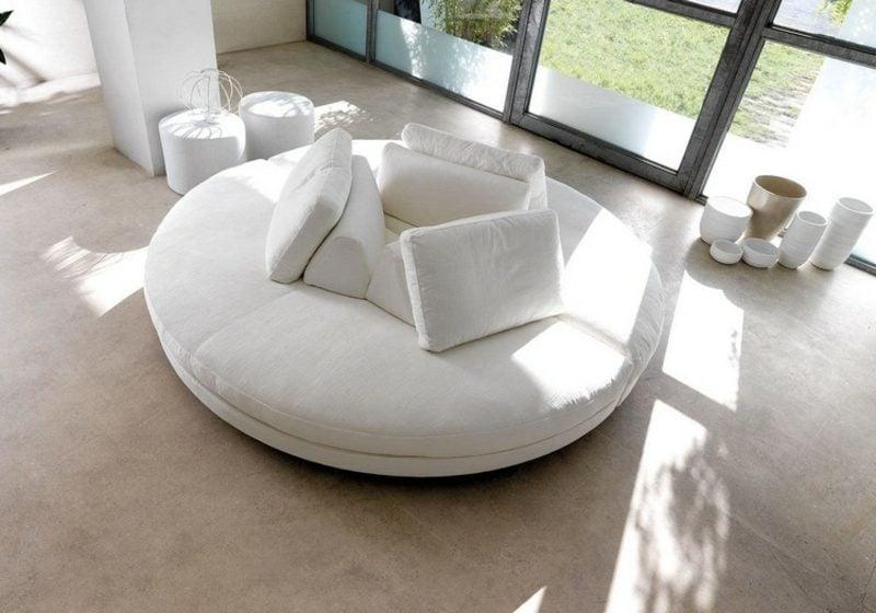rundes Sofa weiss super elegent Kissen