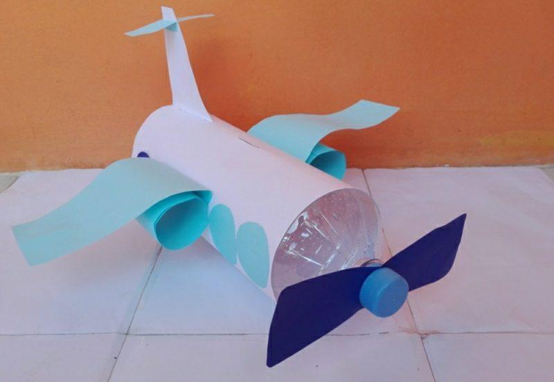 Spardose basteln Flugzeug pLastikflasche Geschenk Kind