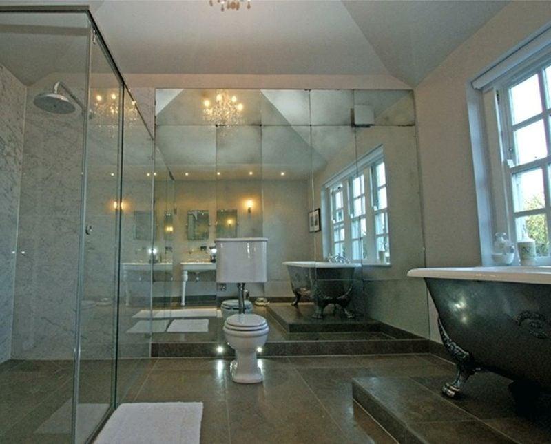 Spiegelfliesen Badezimmer Toilette Akzentwand
