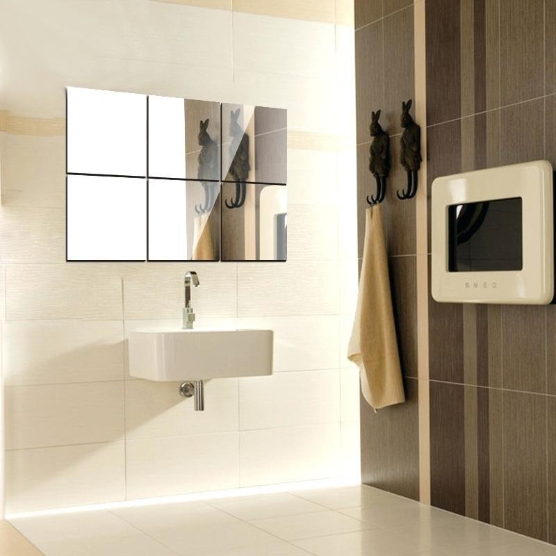 Spiegelfliesen über dem Waschbecken