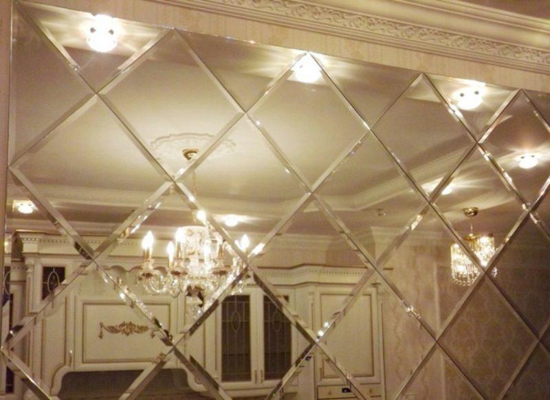 Spiegelfliesen Akzentwand gestalten