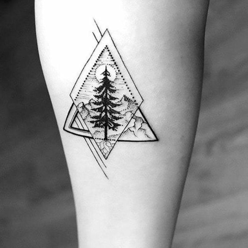 Wald Tattoo geometrisch Pyramide