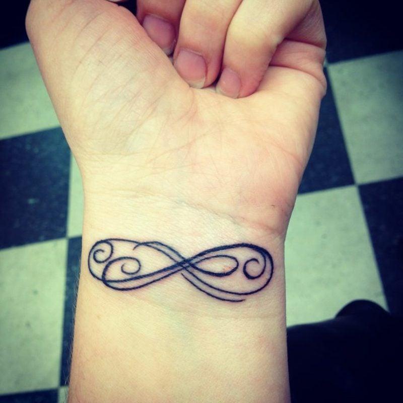 Tattoo Unendlichkeitszeichen abstrakt Handgelenk
