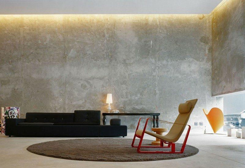 Betonwand Wohnzimmer im minimalistischen Stil