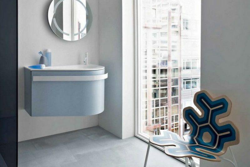 Waschbecken mit Unterschrank hellblau wandmontiert stilvoll praktisch
