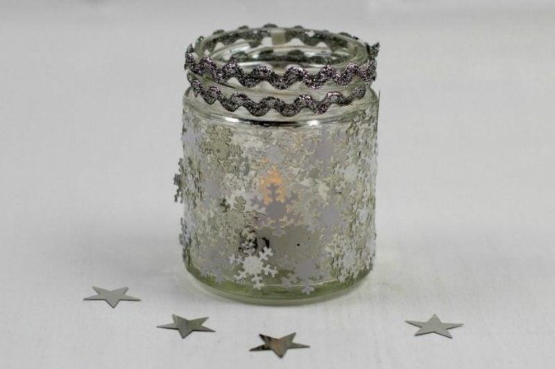 Windlichter basteln winterlich Sternchen Schneeflockchen