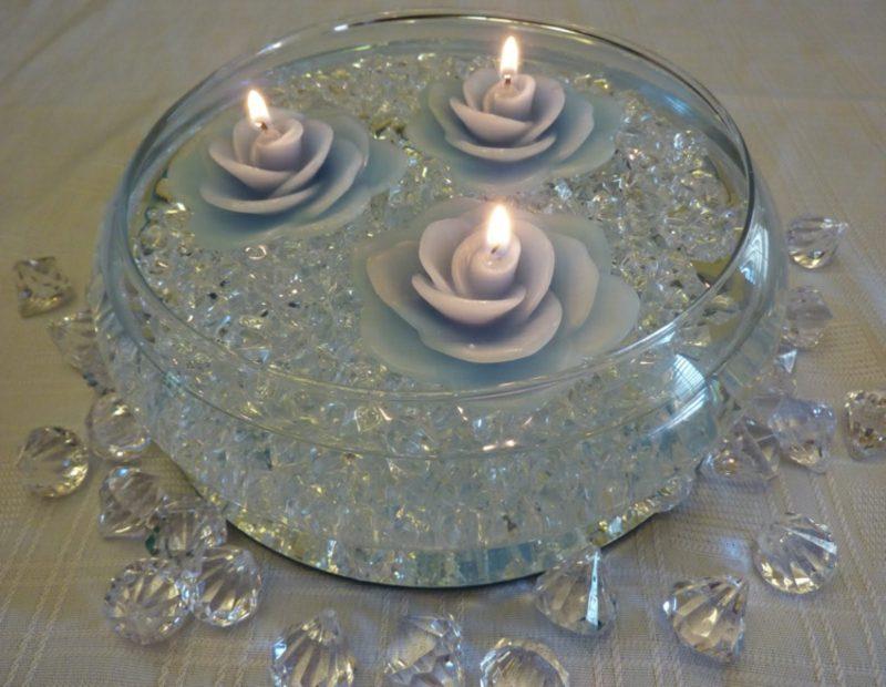 Windlichter basteln Teelichter Rose schwimmend