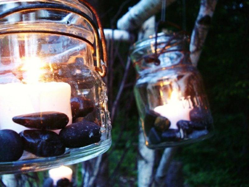Windlichter basteln schwarze Kieselsteine Garten
