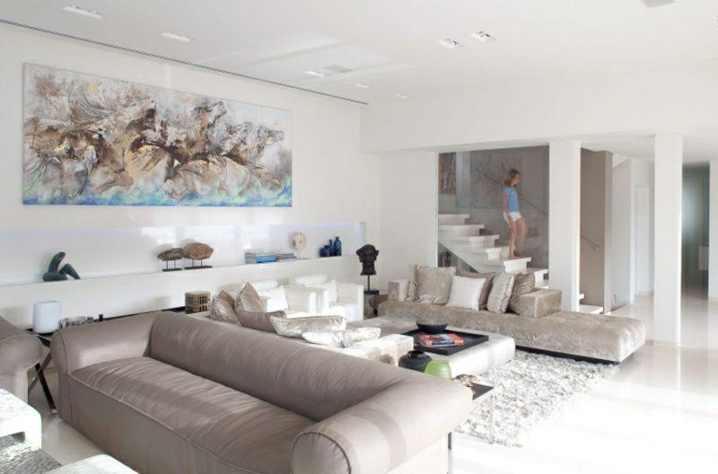 Weiβes Wohnzimmer gestalten: stilvolle Einrichtungsbeispiele und Tipps