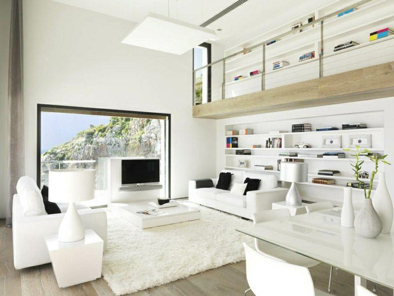 weiβes Wohnzimmer funktional und praktisch eingerichtet