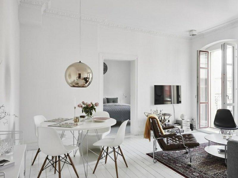weiβes Wohnzimmer skandinavisch mit Essbereich
