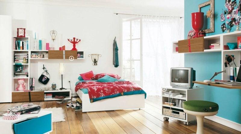 Teenager Zimmer einrichten blaue und rote Akzente