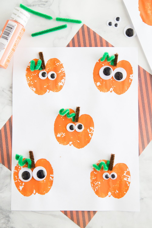 Halloween Basteln mit Kindern: DIY Einladungskarte für Halloween-Party