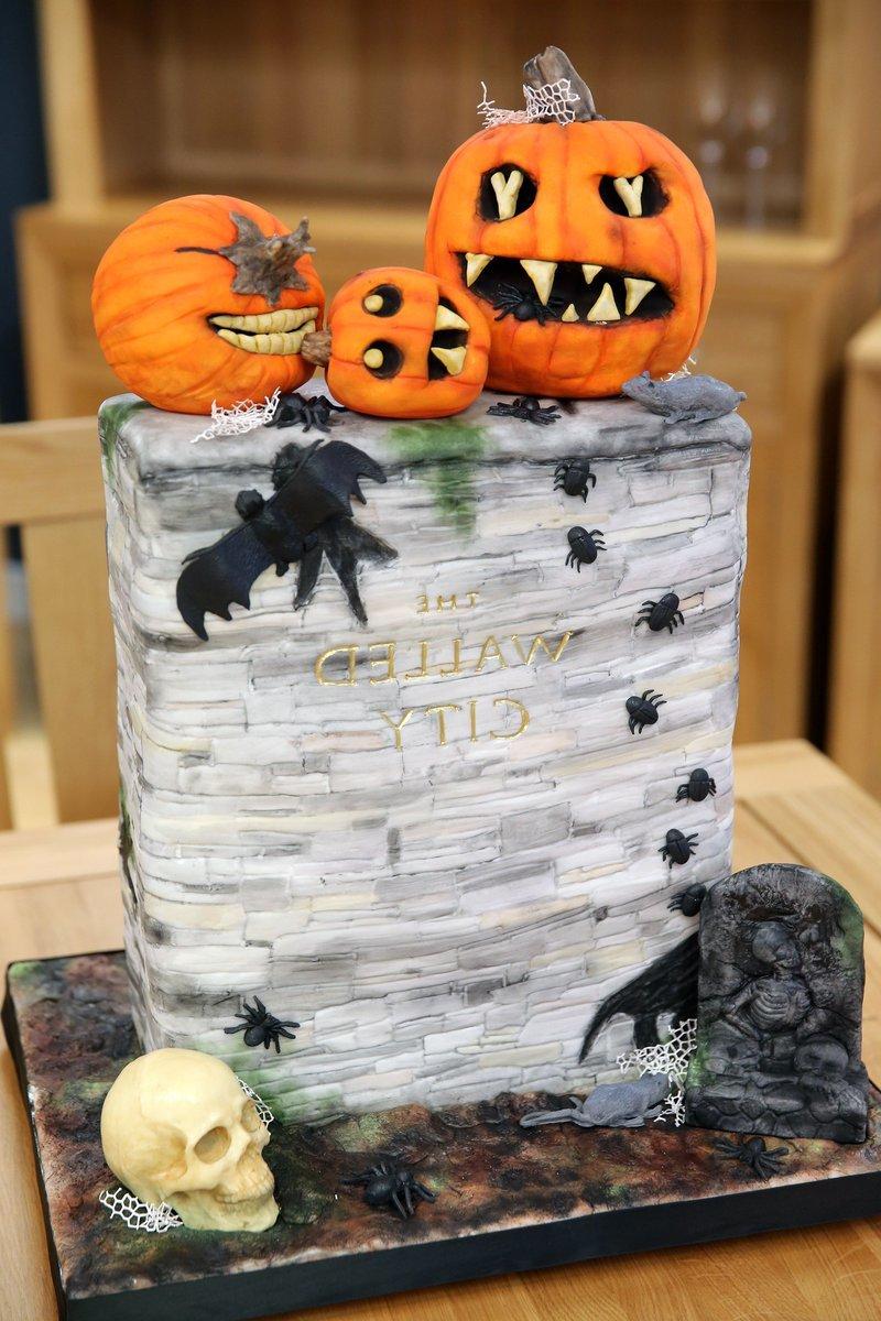 Halloween Kuchen backen mit Totenkopf und Kürbisse