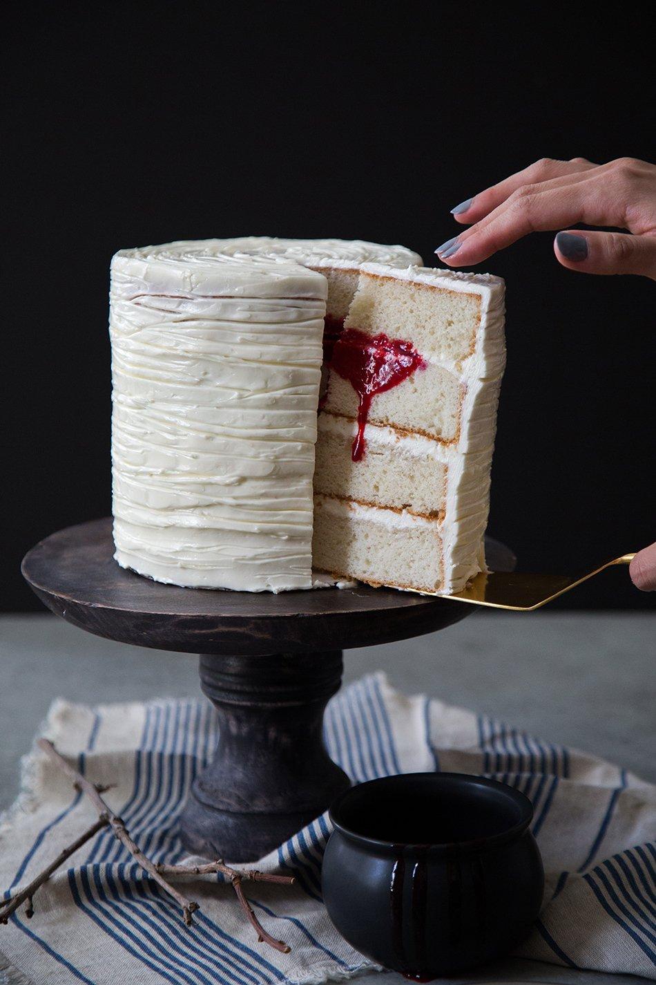 Halloween Torte selber machen - blutige Kuchen zu Halloween