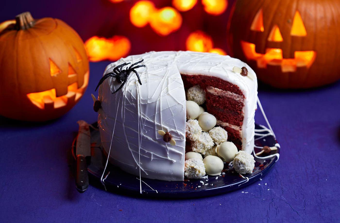 Halloween Torte selber machen mit Pralinen