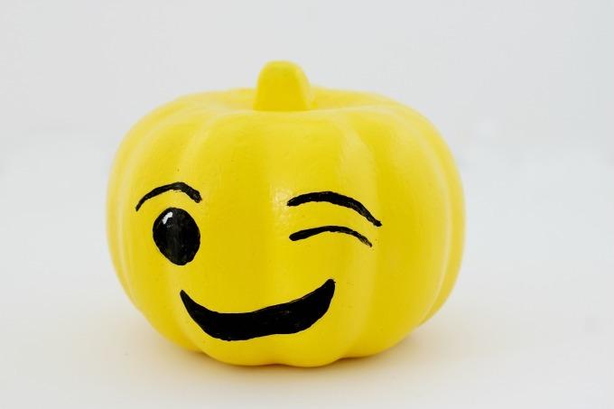 Emoji Halloween Kürbis Gesicht selber machen