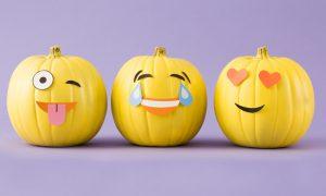 Wir haben einige neue und lustigeHalloween Kürbis Vorlagen, die an Kinder richten und ein wunderschönes Ergebnis versprechen - Halloween Kürbis mit Emoji Gesicht.