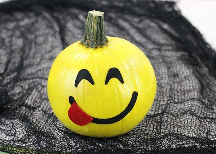Halloween Kürbis mit Emoji Gesichtern