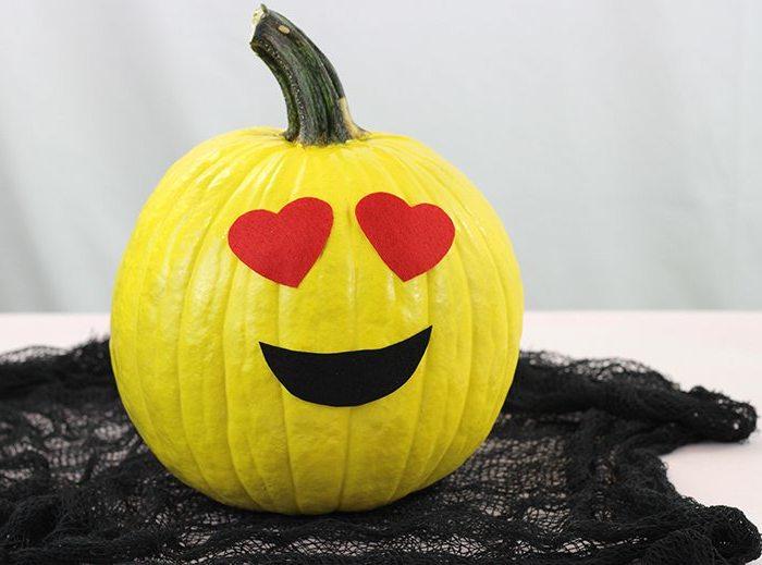 Halloween Kürbisse mit Emoji Gesichtern