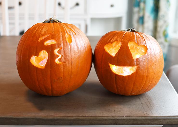 DIY Emoji Halloween Kürbis Gesicht schnitzen