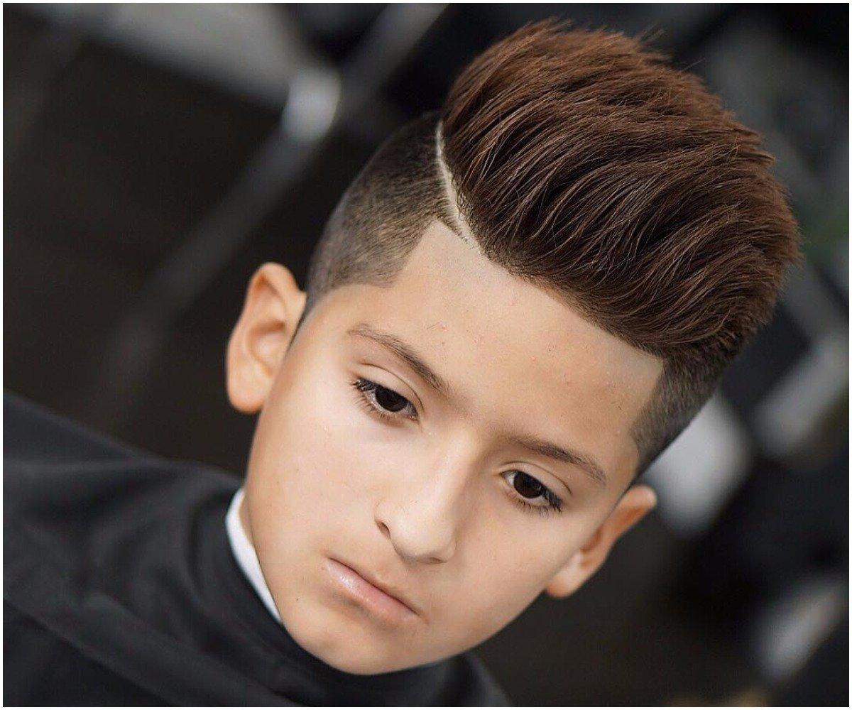 Modernen Jungen Haarschnitt mit Übergang