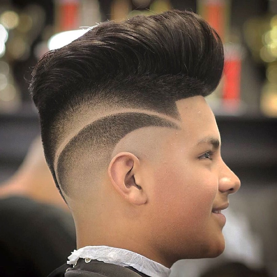 Moderne Jungs Frisuren mit Muster geschnitten