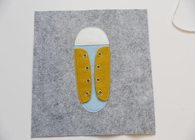 Quiet Book aus Filz Basteln mit Kindern: Seite mit Schuh gestalten