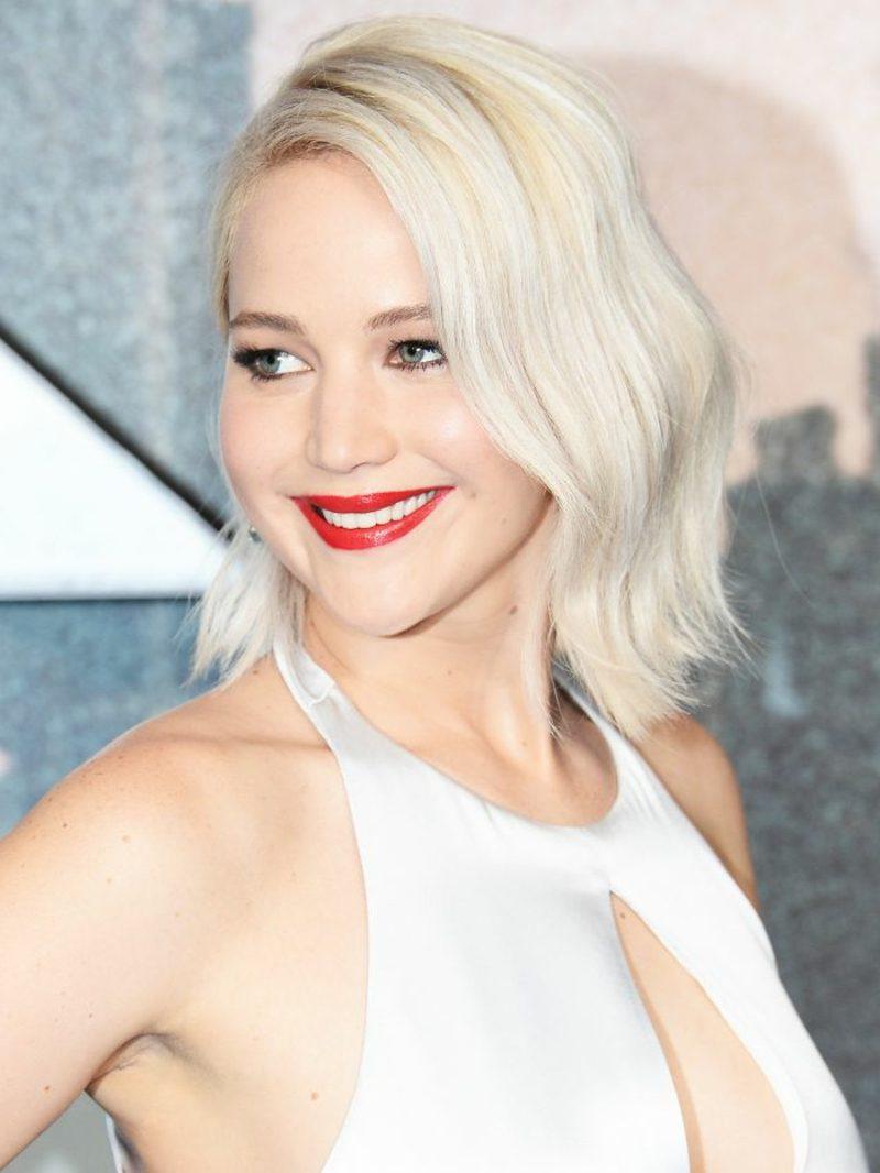 Haarfarbe Silberblond leichte Wellen Jennifer Lawrence