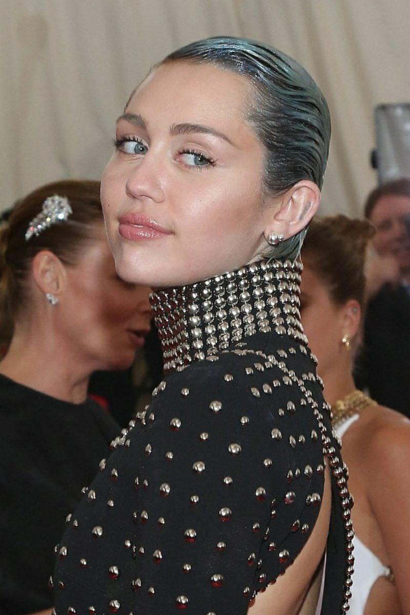 Haarfarbe Silberblond Grauansatz Glitzerpuder Gel Miley Cyris