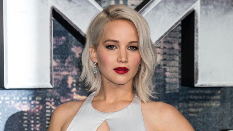 Haarfarbe Silberblond stilvoll Jennifer Lawrence