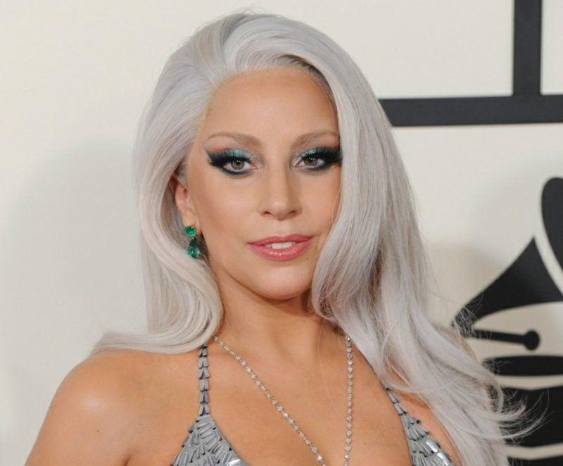 Haarfarbe Silberblond glatte Haare Lady gaga